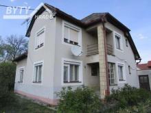 Prodej patrového domu s garáží a zahradou v Jasenné