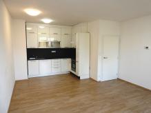 Pronájem nového bytu 2+kk s balkonem a vnitřním garážovým stáním - Hradec Králové – MP