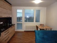 Pronájem zrekonstr. bytu 1+kk s lodžií - Hradec Králové – Pražské Předměstí