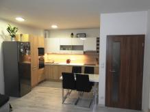 Pronájem nového bytu 2+kk s vnitřním garážovým stáním - HK