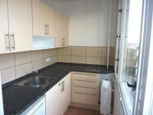 Pronájem zrekonstr. bytu 1+kk s lodžií - Hradec Králové