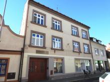 Prodej třípatrového městského domu - Holice - centrum