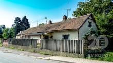 Rodinný dům s garáží v Kojicích, 2 km od Týnce nad Labem