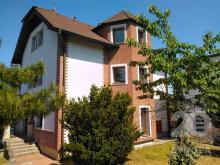 Prodej třípodlažní vily a provozní budovy v Mělníku
