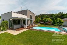 Rodinný dům s bazénem v rezidenci Pod Dubem, 5 km od Dašic