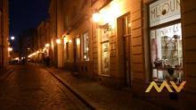 Pronájem stylového obchodu s výkladní skříní, 60 m2, Hradec Králové - centrum.