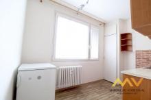 Prodej bytu 1+1 s lodžií v mezipatře, 35 m2, Hradec Králové – ul. Vysocká.