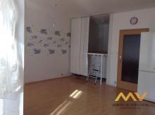 Pronájem útulného bytu 1+kk, 41 m2/B, Hradec Králové – Malšovice.