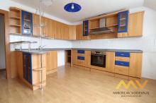 Pronájem bytu 4+kk v rodinném domě se zahradou, 115 m2, obec Osičky.